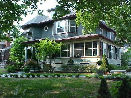 932-penniman bed and breakfast.jpg